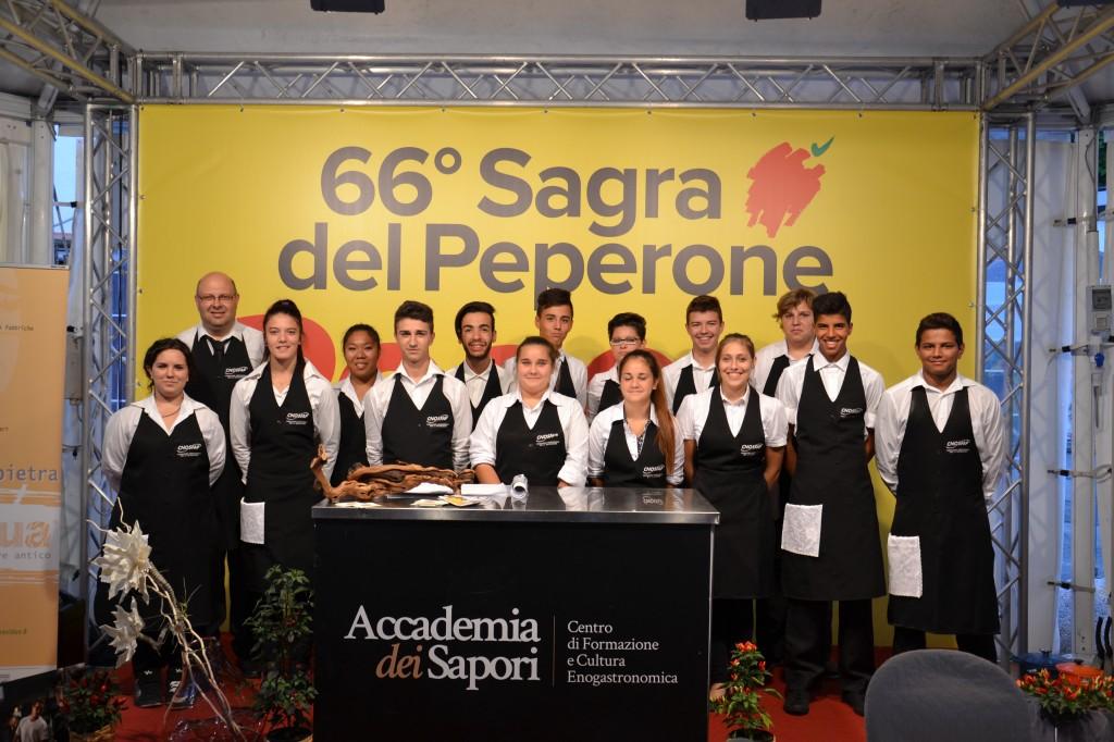 Peperò 2015 - Gli allievi impegnati nell'evento gastronomico a Carmagnola